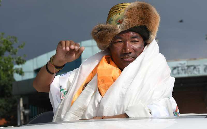 Rekordzista Kami Rita Sherpa znów wszedł na Mount Everest