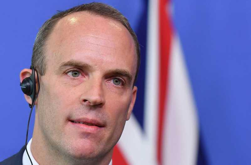 """Raab poparł Johnsona: """"Jako jedyny zrealizuje Brexit na czas"""""""