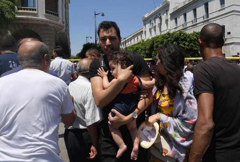 Tunezja: Dwa ataki samobójcze. Nie żyje policjant, są ranni