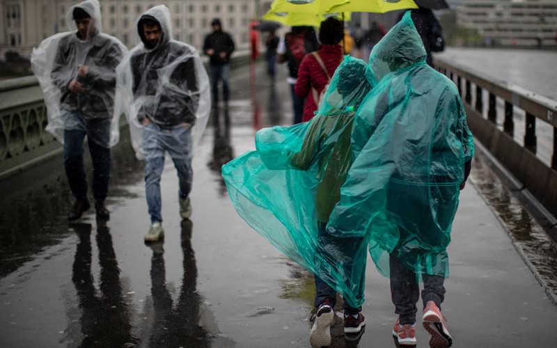 Deszczowy początek września na Wyspach. Wydano alarmy powodziowe