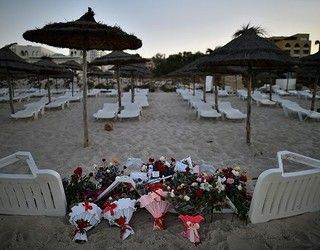 Brytyjczycy opłakują ofiary zamachu w Tunezji. Sprawcą był 23-letni student