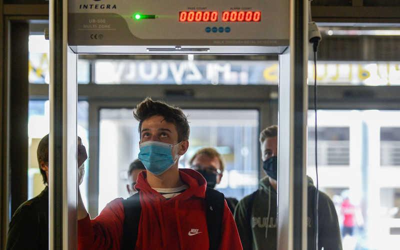 Większość Polaków boi się zarażenia koronawirusem