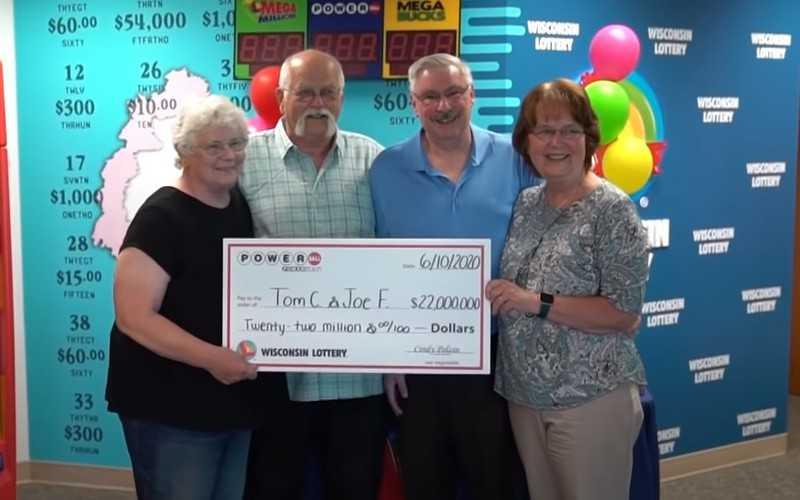 Przyjaciele, którzy zawarli pakt w 1992 roku, podzielili się wygraną na loterii