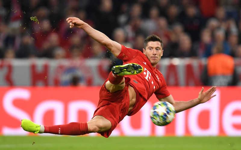 """Lewandowski stracił """"Złoty But"""". Zabrał mu go Immobile"""