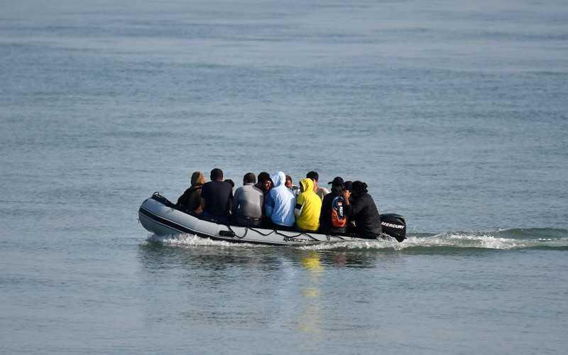 """UK: Wnioski o azyl """"rozpatrywane"""" na starych promach?"""