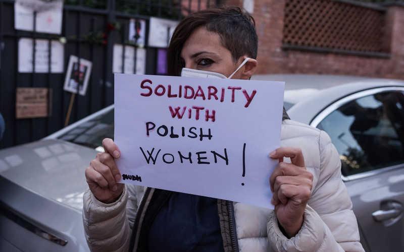 """Szwecja: Polki popierają rodaczki w kraju, """"Zieloni"""" obiecują darmowe zabiegi"""