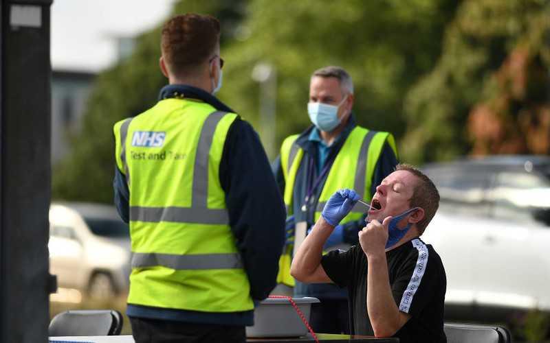 Badanie: W Anglii prawie 100 tys. zakażeń dziennie