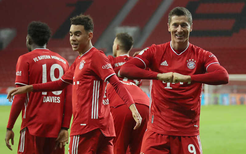 Robert Lewandowski double downs Bayer Leverkusen to send Bayern Munich top