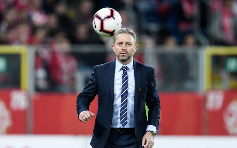 Poland national team announces departure of coach Brzeczek