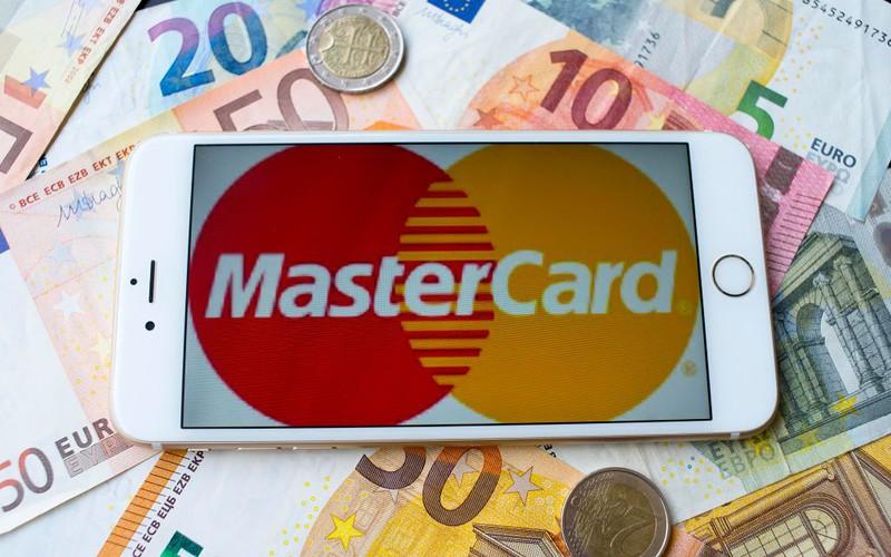 Posiadacze kart Mastercard zapłacą więcej za zakupy z UE