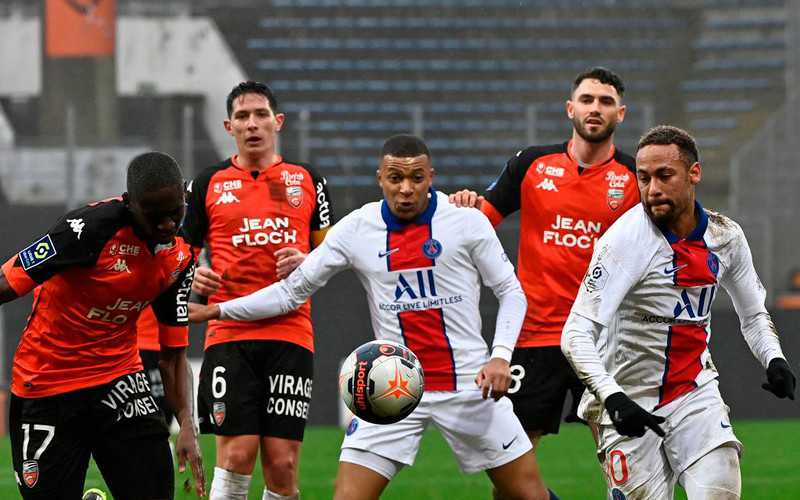 Lille leaders as PSG slip up at Lorient
