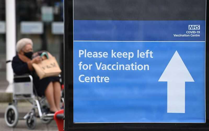 Sondaż: Brytyjczycy zgodnie chwalą rząd za szczepienia