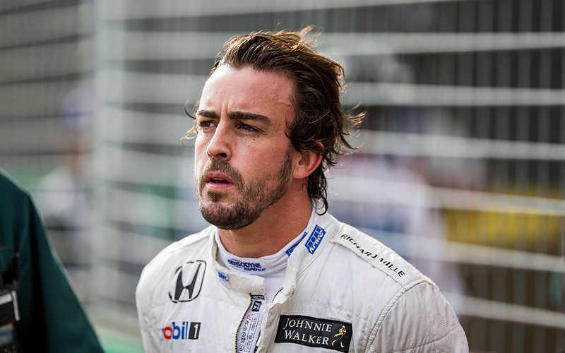 Wypadek Fernando Alonso. Były mistrz F1 ma złamaną szczękę