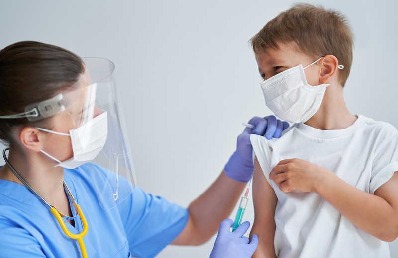 UK rozpoczyna testy na skuteczność szczepionki AstraZeneca u dzieci