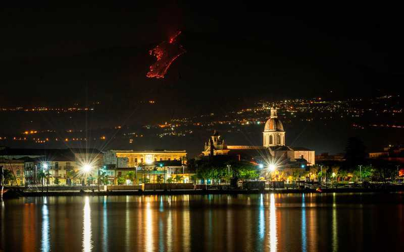 Italy: Mount Etna is active again, spewing lava fountains