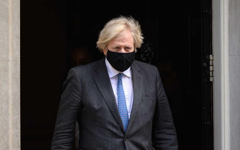 UK: Poziom zagrożenia koronawirusem obniżono z 5. na 4.