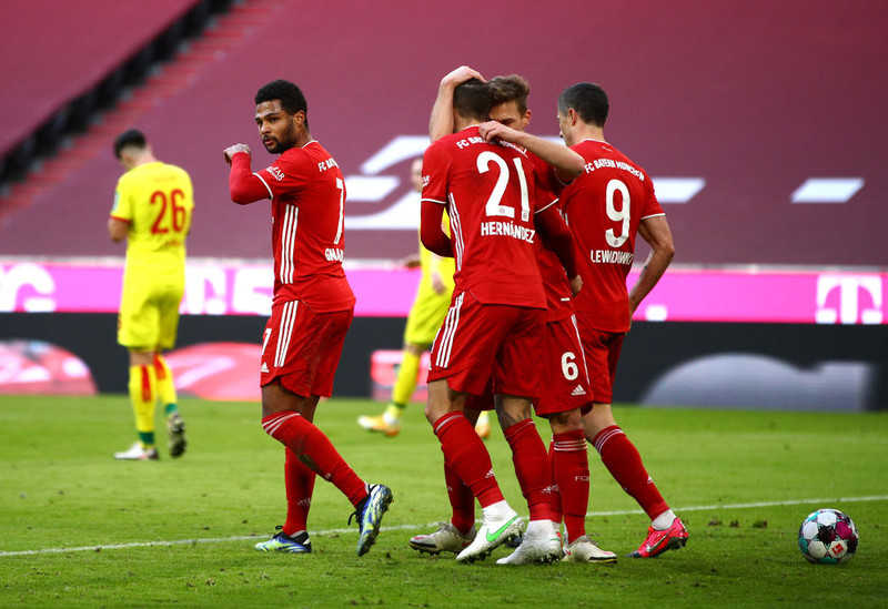 Liga niemiecka: Dwa gole Lewandowskiego, pewna wygrana Bayernu