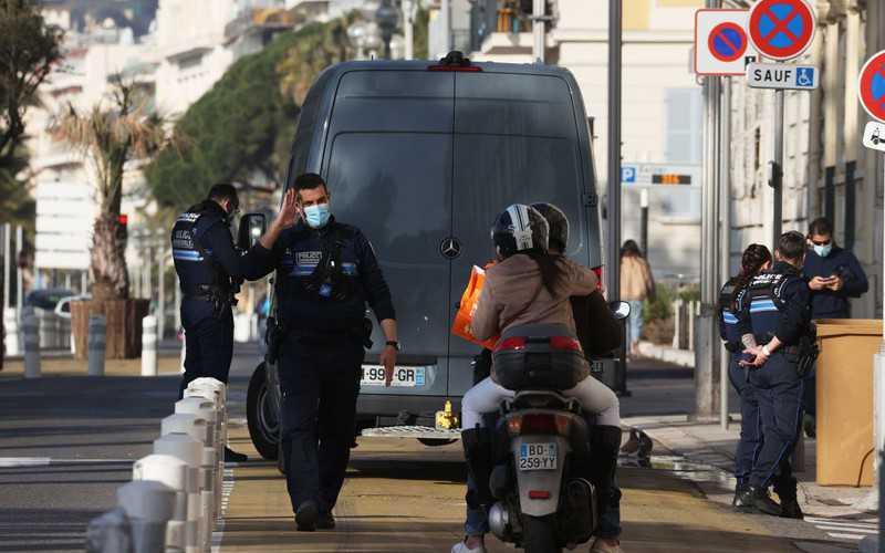 Francja chce zaostrzyć kontrole, by uniknąć narodowego lockdownu