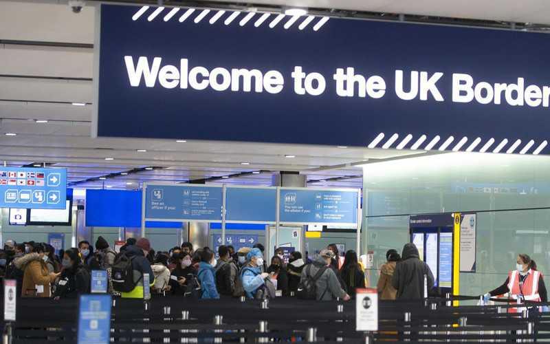 7-godzinne czekanie i ścisk po przylocie na Heathrow