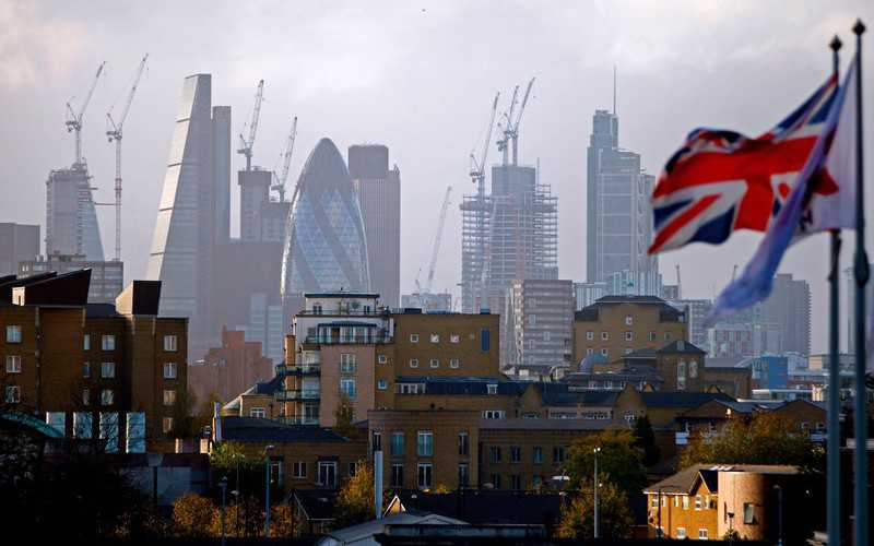 Biggest foreign-worker exodus since WW II adds to Britain's woes