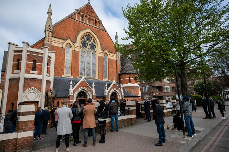 """London: Police """"apologize"""" for interrupting mass in the Polish church"""