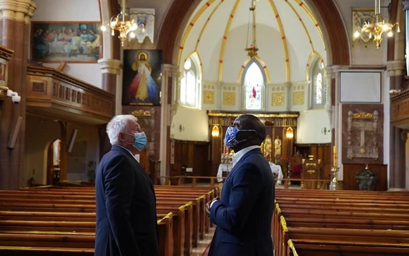 Kandydat na burmistrza Londynu w polskim kościele, w którym przerwano nabożeństwo