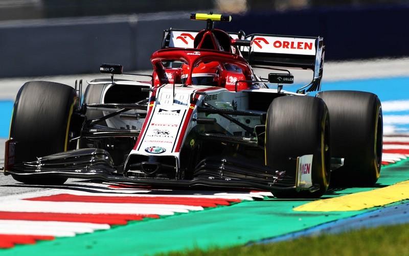 Formuła 1: Kubica w bolidzie Alfa Romeo na treningu i testach w Barcelonie