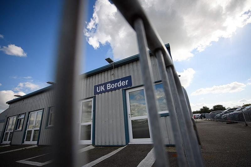 UE reaguje na złe traktowanie wjeżdżających do UK Europejczyków