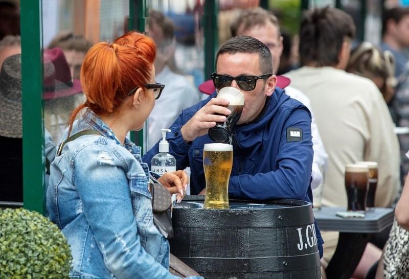 Irlandia: Puby i restauracje tylko dla zaszczepionych i ozdrowieńców