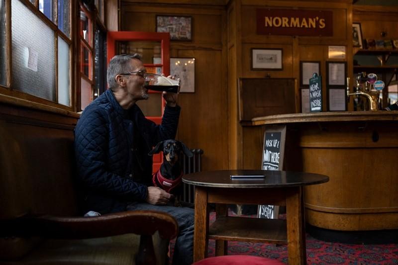 W Irlandii można już wejść do pubu i restauracji, ale tylko z certyfikatem