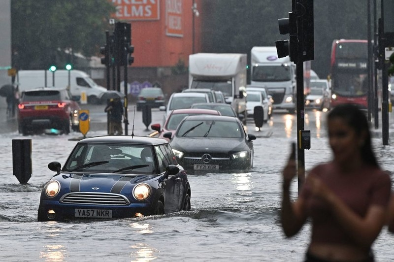 """London floods: Specialist warns of real risk to life as he predicts """"it will happen again"""""""