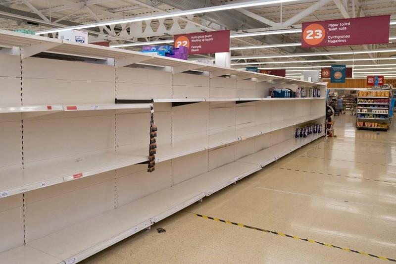 """Branża w UK: Przez """"pingdemię"""" sklepowe półki za 2 tygodnie mogą być puste"""