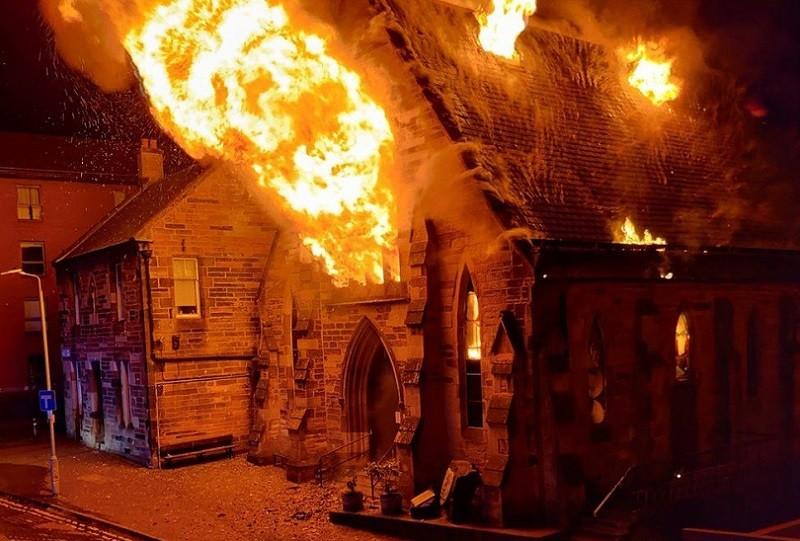 """Szkocja: W Glasgow niemal doszczętnie spłonął """"polski kościół"""""""