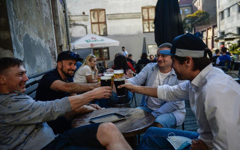 Raport: Polacy piją najwięcej piwa w Europie. Średnio 136 litrów na rok