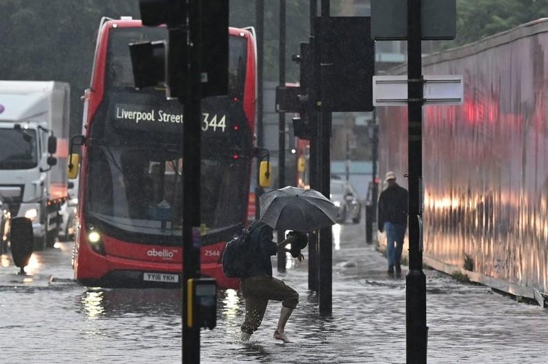 Londyńskie gminy zabezpieczają się przed powodziami. Szklane bariery jednym z pomysłów