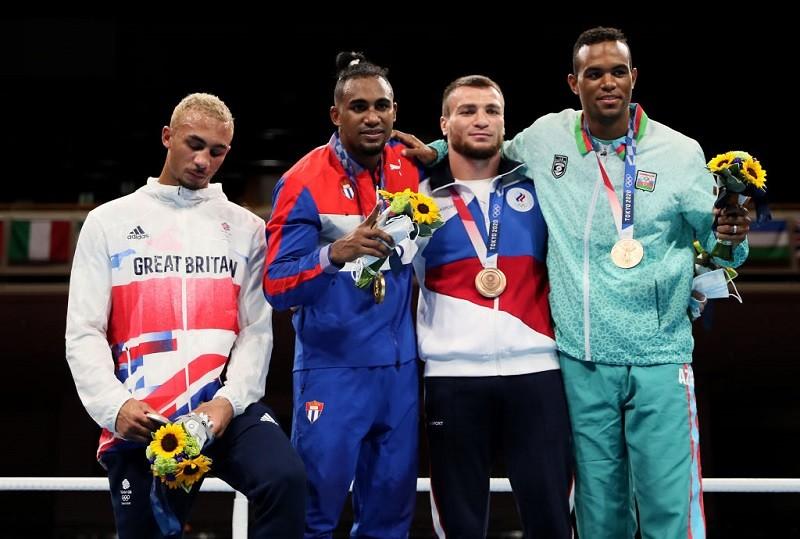 Tokio 2020: Brytyjski bokser nie założył srebrnego medalu, bo wstydził się porażki