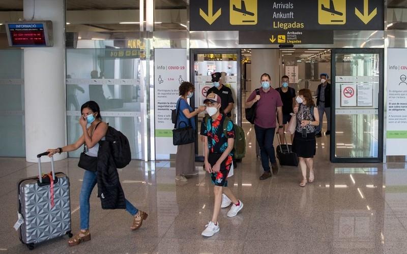 Brytyjczycy podróżujący do krajów UE będą musieli zapłacić 7 euro