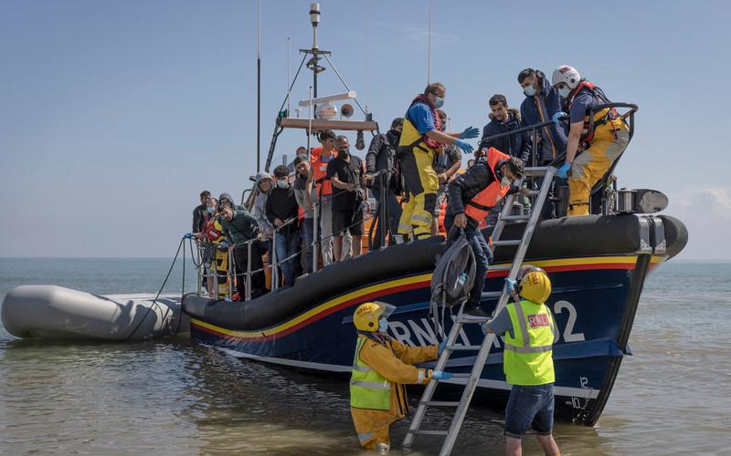 Brytyjskie MSW: Jeśli Francja nie zatrzyma imigrantów, nie dostanie pieniędzy