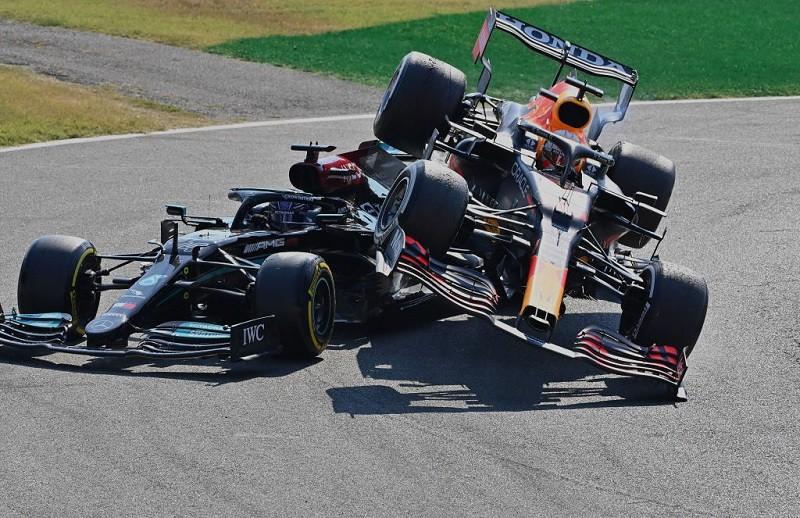 """Hamilton o kolizji z Verstappenem: """"Dobrze wiedział, co się stanie"""""""
