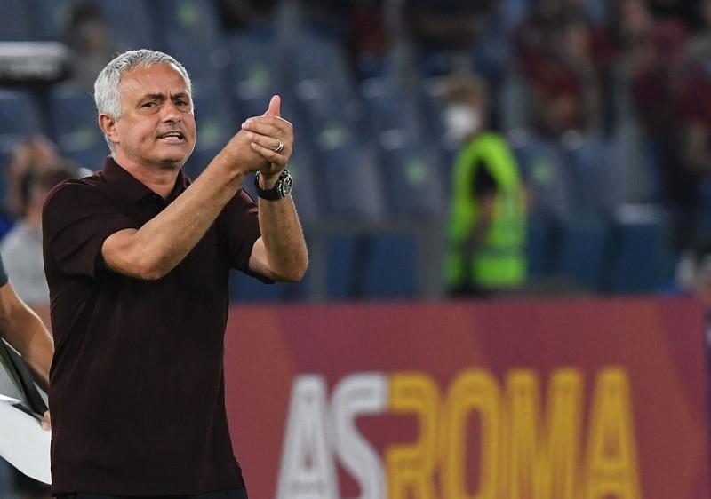 Roma nowym liderem Serie A. Szczególny mecz dla Mourinho