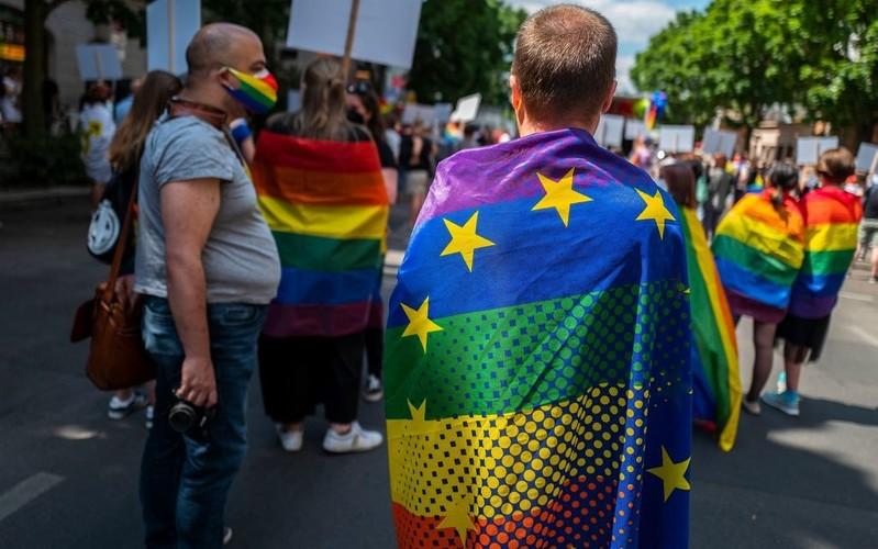 Europarlament: Małżeństwa jednopłciowe i związki partnerskie powinny być uznawane w całej UE