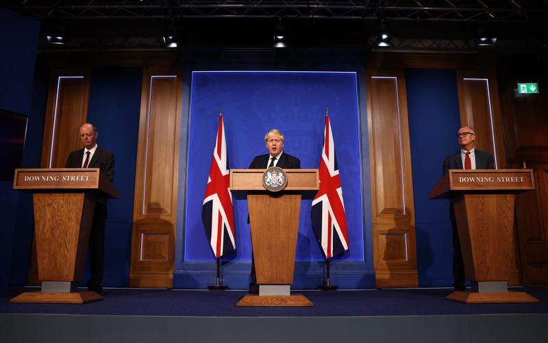 Boris Johnson: Głównym planem walki z pandemią pozostają szczepienia