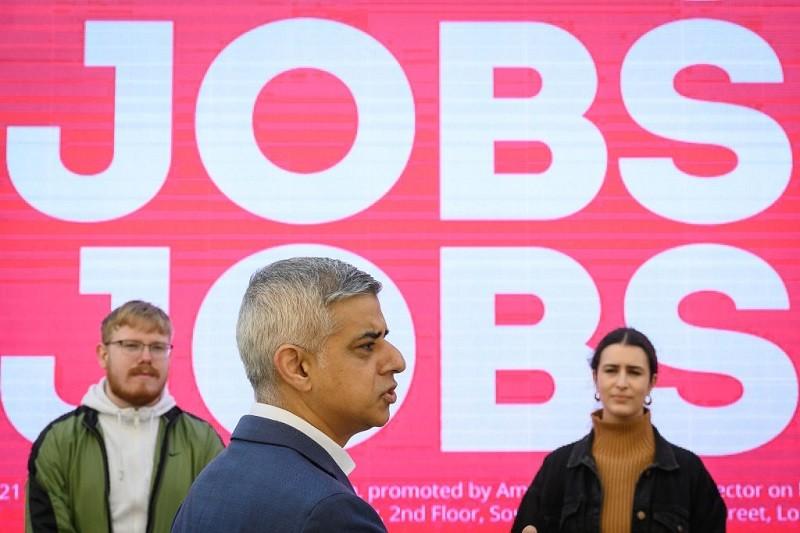 """Burmistrz Londynu: Specjalne wizy dla pracowników z UE """"potrzebne od zaraz"""""""