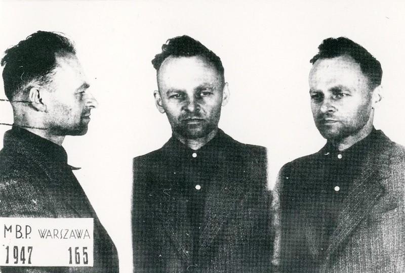 "The Polish hero who volunteered to go to Auschwitz - ""The Sun"""