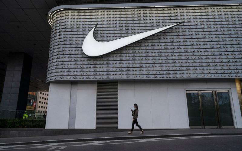 Nike i Costco ostrzegają przed niedoborem towarów i opóźnieniami w dostawach