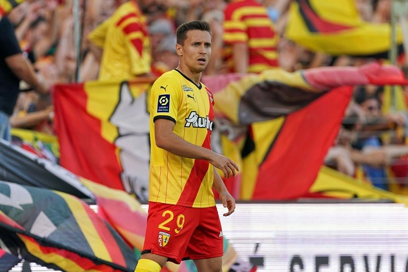 Lens condemn Marseille to first defeat of season