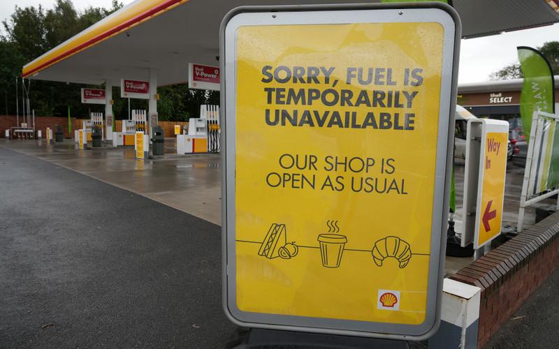 Shell ostrzega, że zaczyna brakować niektórych gatunków paliw w części kraju