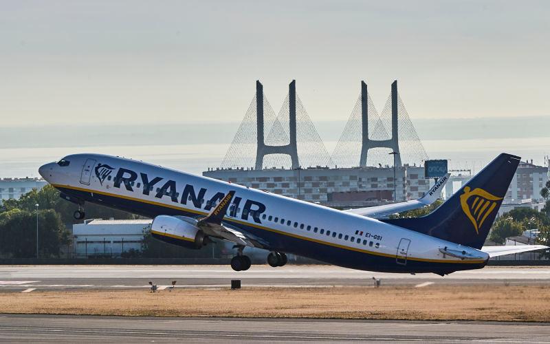"""Ryanair """"odgrywa się"""" na pasażerach, którym refundował loty"""