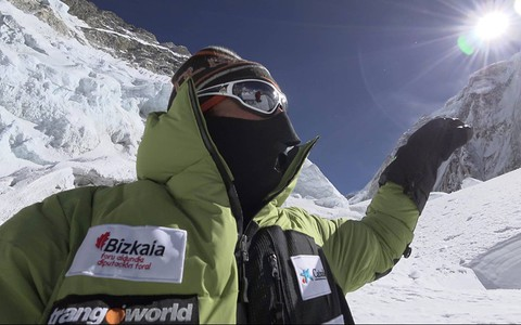 Everest in winter / Alex Txikon & Co at Camp 3 (7400m)