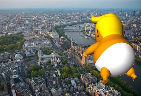 Gigantyczny balon z karykaturą Trumpa nad Londynem